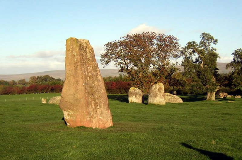 Long Meg - photo Humphrey Bolton [CC BY-SA 2.0 (http://creativecommons.org/licenses/by-sa/2.0)], via Wikimedia Commons